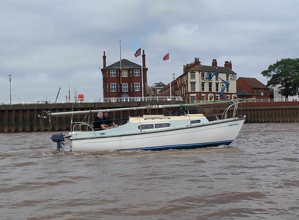Snapdragon 21 bilge keel yacht -